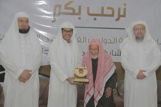 تحفيظ-الرياض-يكرم-الفائزين-بمسباقات-القران-الدولية (8)