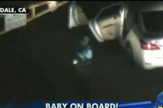 بالفيديو.. امرأة تحمل طفلاً وتقود مركبتها فكانت الكارثة - المواطن