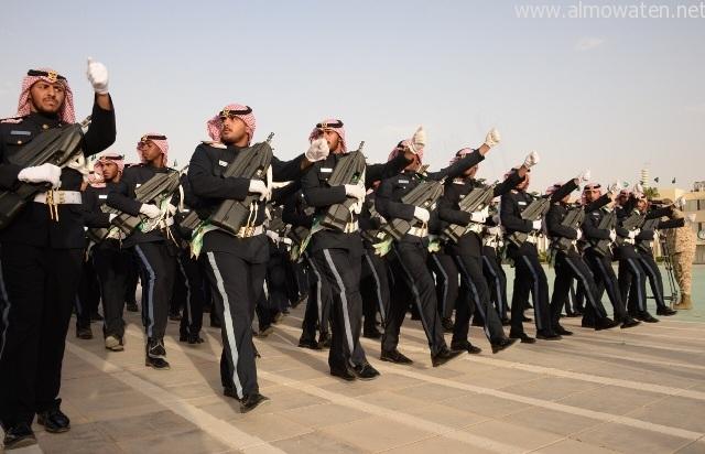 شاهد بالصور .. تشكيلات وعروض عسكرية في تخريج طلبة كلية الملك خالد العسكرية - المواطن