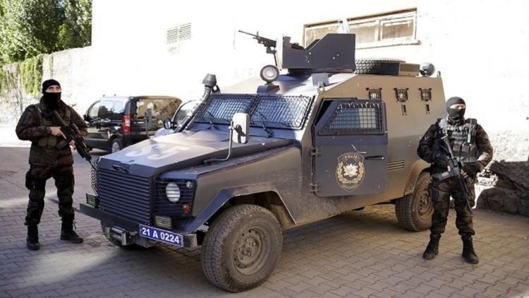 تركيا تعتقل مشتبها به في تفجير سيارة ملغومة في ديار بكر