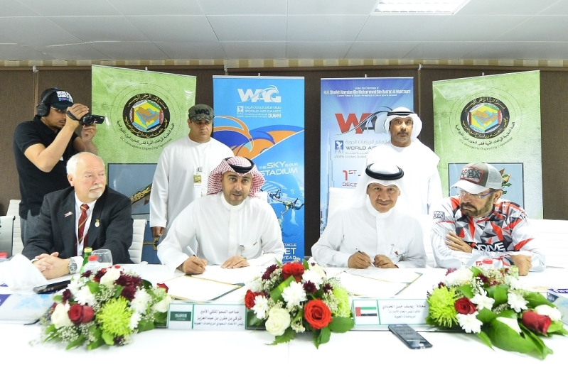 تركي بن مقرن يكرّم اللجنة المنظمة لبطولة العالم للرياضات الجوية3