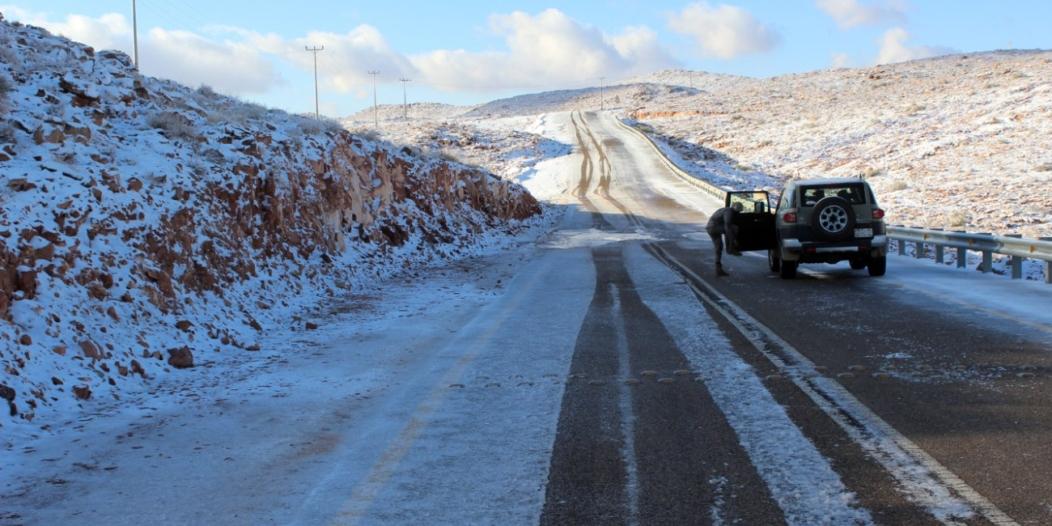 عدسة واس ترصد تساقط الثلوج على المراكز الشمالية بمنطقة تبوك