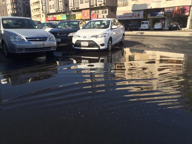 تسريب-المياه-بشارع-بجدة 4