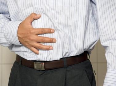 إنفوجرافيك.. 5 أعراض للتسمم الغذائي