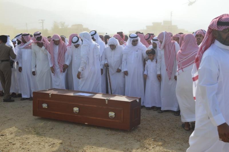 تشييع جثمان الشعي علي القرني بالعرضيات (9)