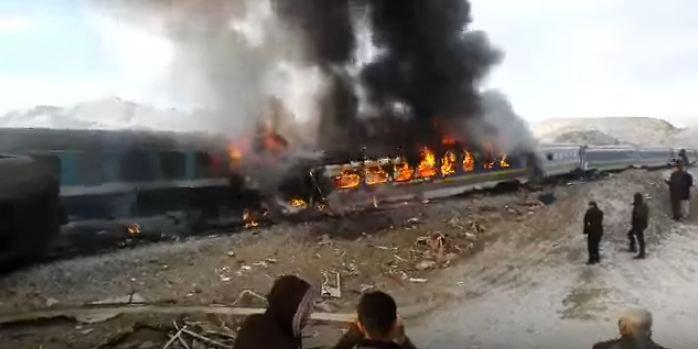 تصادم قطارين في ايران