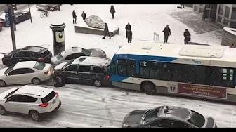 %D8%AA%D8%B5%D8%A7%D8%AF%D9%85 13 - شاهد.. باص يصدم عشرات السيارات بسبب الثلوج