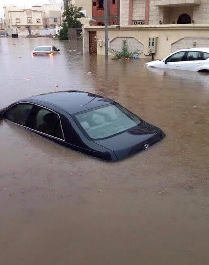 تصرف السعودين مع المطر