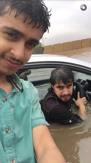 تصرف السعودين مع المطر5
