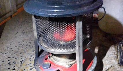 تعبئة مدفئة كروسين بطريقة خاطئة تتسبب بحريق شقة (4)
