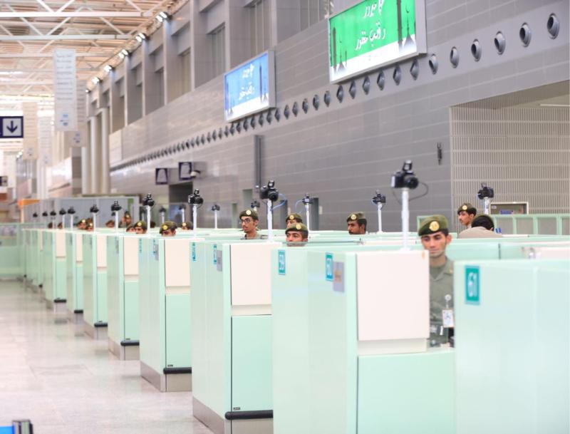 تعرف على توجيهات اليحيى للعاملين في صالات الحج بمطار الملك عبد العزيز 5