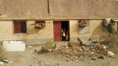 تعرف على قصة نزوح أسرة من مسكن مهجور إلى جديد في #جازان (31195650) 