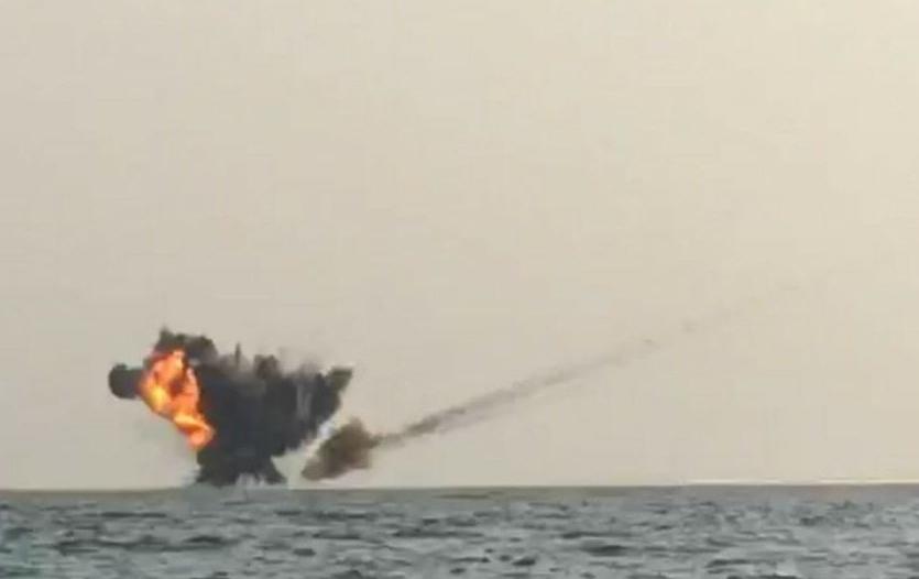 تدمير زورق مفخخ جنوب البحر الأحمر أطلقته الميليشيا من الحديدة