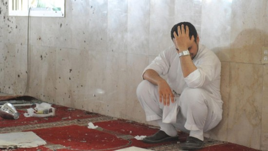 A family member of a slain victim mourns after arriving at the Imam Ali mosque, the site of a suicide bomb attack, in the village of al-Qadeeh in the eastern province of Gatif, Saudi Arabia, May 22, 2015. A suicide bomber blew himself up at the Shi'ite mosque in eastern Saudi Arabia during Friday prayers, residents said, killing around 20 people and wounding more than 50, local residents and a hospital officials said. REUTERS/Stringer      TPX IMAGES OF THE DAY