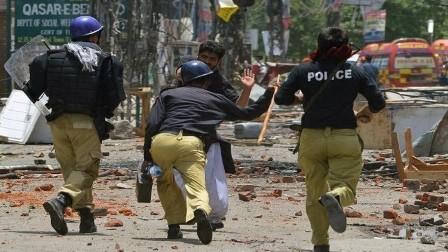 مقتل اثنين وإصابة العشرات في انفجار شمال غرب باكستان