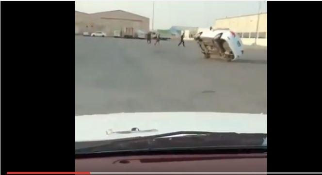 بالفيديو.. تفحيط وسط المستودعات كاد ينتهي بكارثة