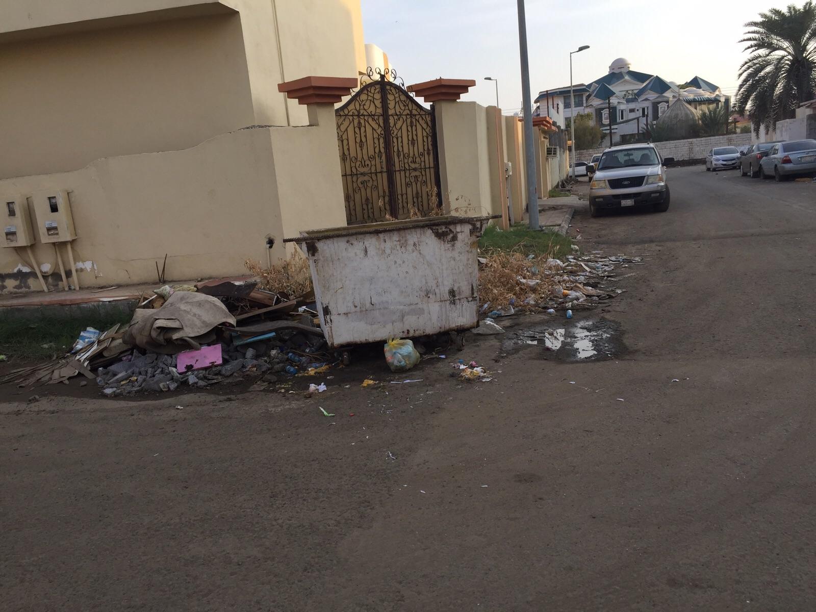 تكدس-النفايات-بمطار-جازان-واحياء-الجبل (2)
