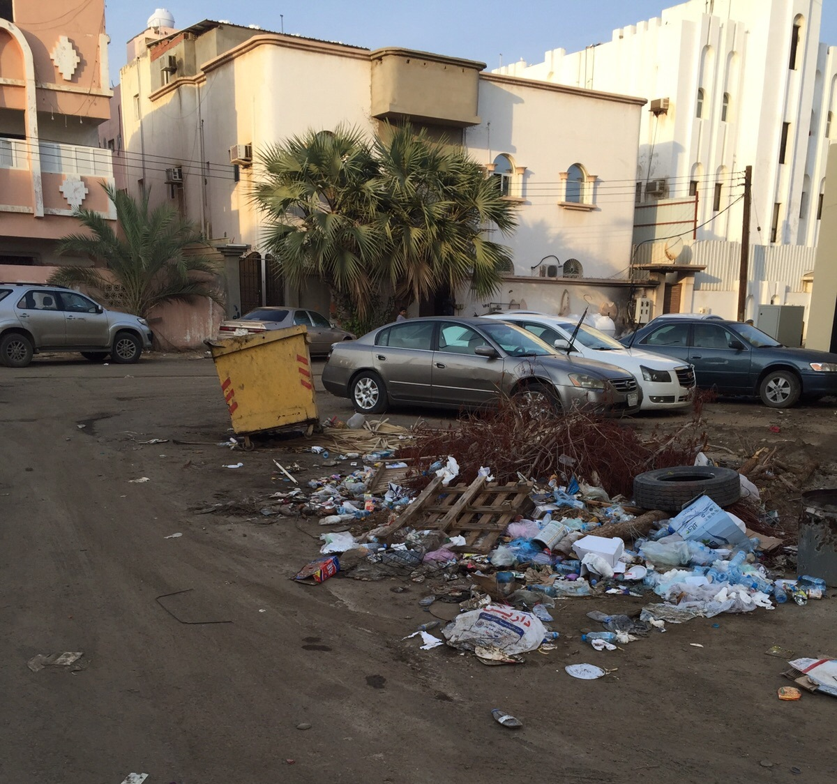 تكدس-النفايات-بمطار-جازان-واحياء-الجبل (4)