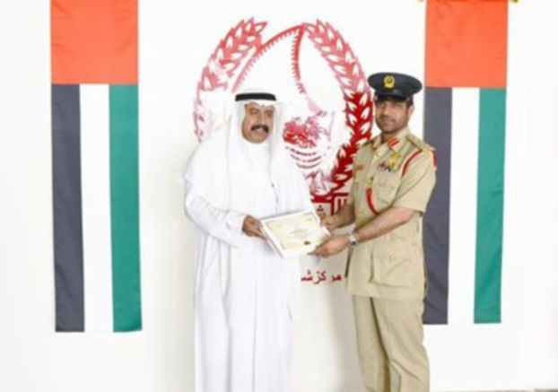 تكريم مواطن في دبي