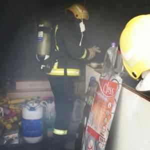 تماس كهربائي يتسبب بحريق محل تجاري في ضمد (1) 