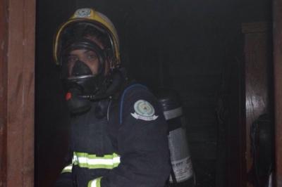 تماس كهربائي يشعل أحد المنازل في رفحاء (1)