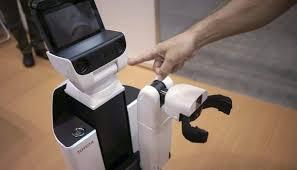 بالصور.. تويوتا تعرض روبوتاً لمساعدة الأشخاص المعاقين - المواطن