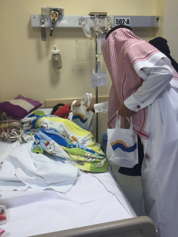 تنظم برنامج معايدة لمرضى مستشفى الملك فهد بجازان (1)