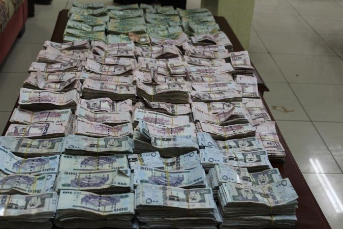 تهريب ريال اموال