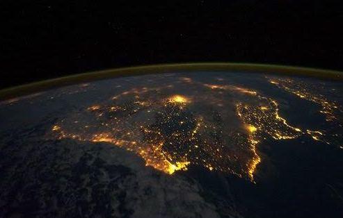 تهنئة فضائية للبرتغال بعد التتويج بيورو 2016 (1)