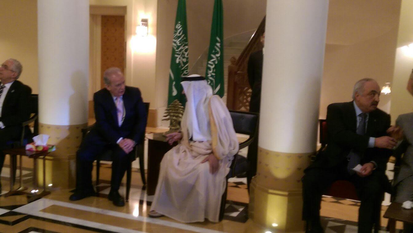 توافد البنايين بالسفارة السعودية ببيروت (1)