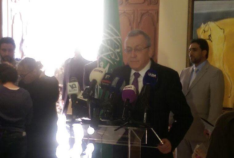 توافد البنايين بالسفارة السعودية ببيروت (3)