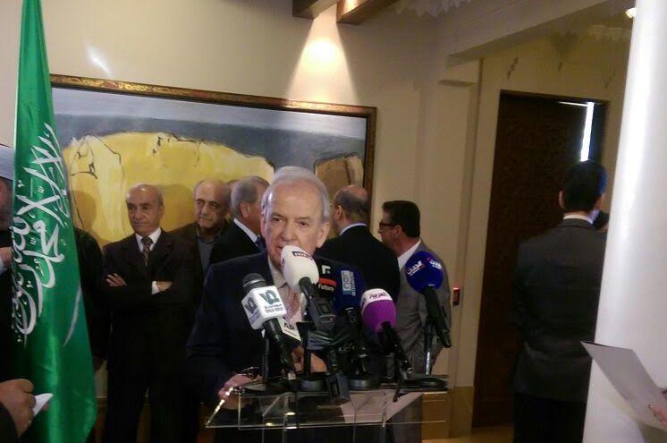 توافد البنايين بالسفارة السعودية ببيروت (5)