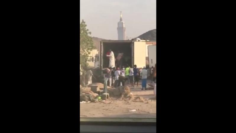 توزيع سئ للاضاحي في مكة