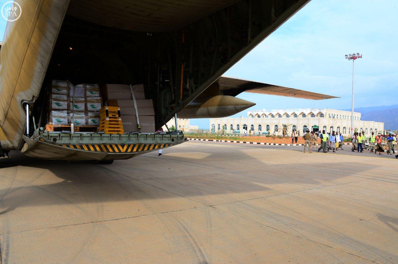 ثالث طائرات مركز #سلمان للإغاثة تصل #سقطرى اليمنية (4)