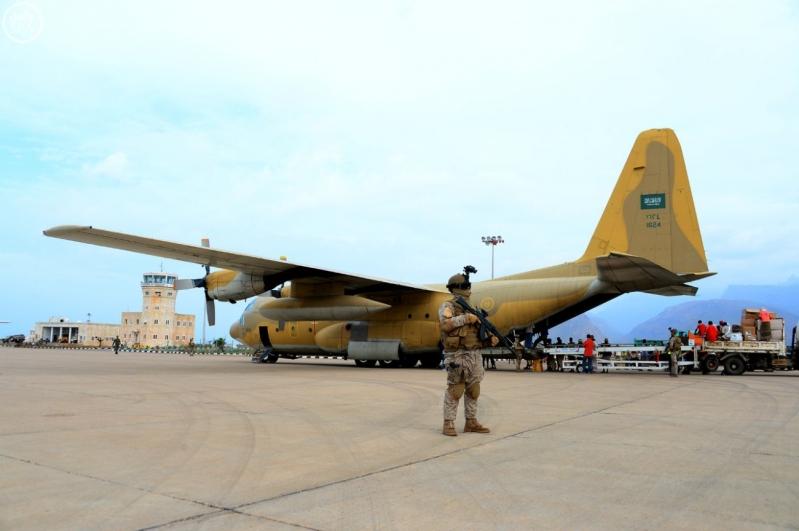 ثالث طائرات مركز #سلمان للإغاثة تصل #سقطرى اليمنية (5)
