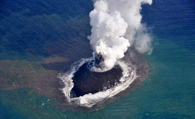 ثوران-بركان-في-سواحل-امريكا
