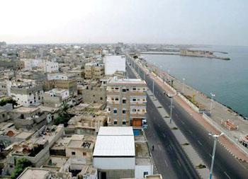 تسرب مواد بترولية في حادث انقلاب ناقلة بنزين بجازان - المواطن