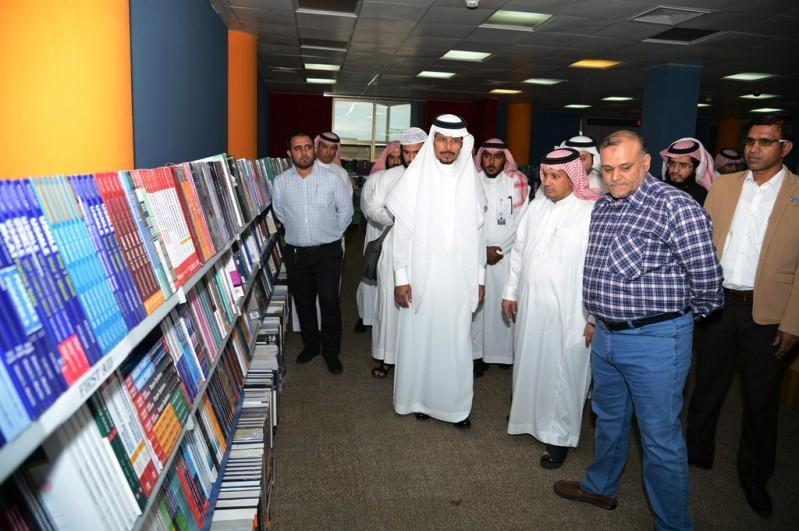 جامعة-الملك-خالد-معرض-الكتاب (2)