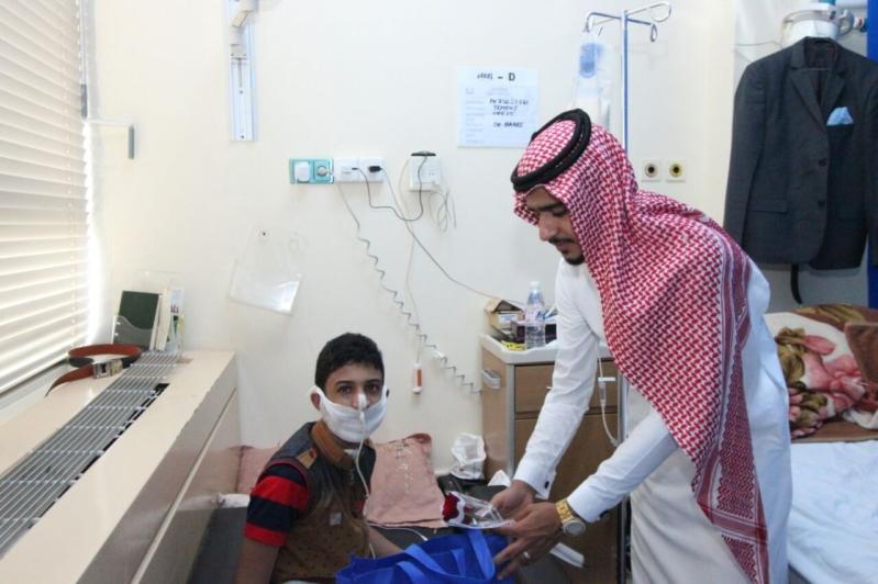 جامعة جازان تعايد المرضى ومصابي الحد الجنوبي (4)