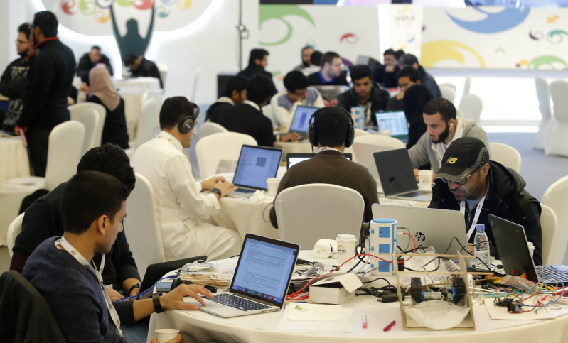 جانب من إنهماك الشباب في مشاريع ابتكارية متنوعة