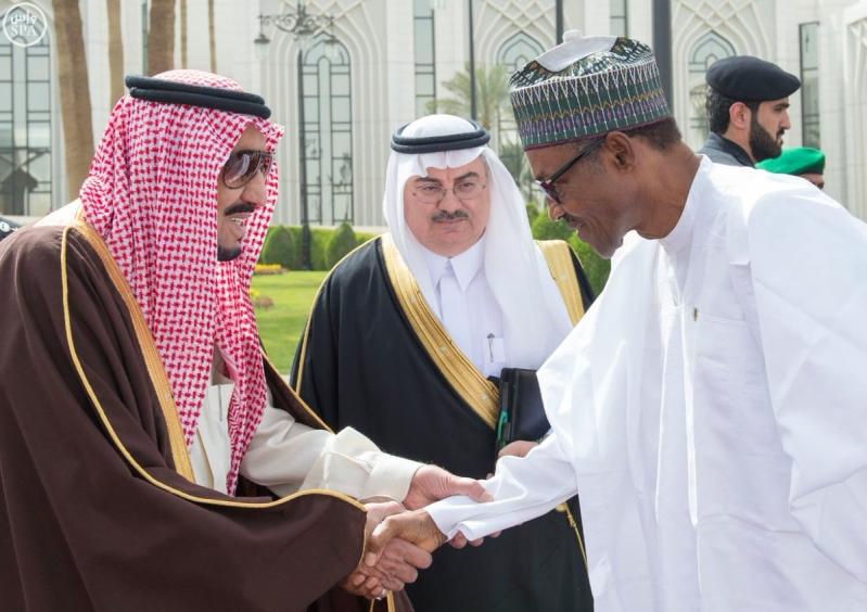 جانب من استقبال خادم الحرمين الشريفين لرئيس جمهورية #نيجيريا.2