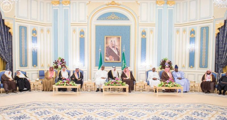 جانب من استقبال خادم الحرمين الشريفين لرئيس جمهورية #نيجيريا.3