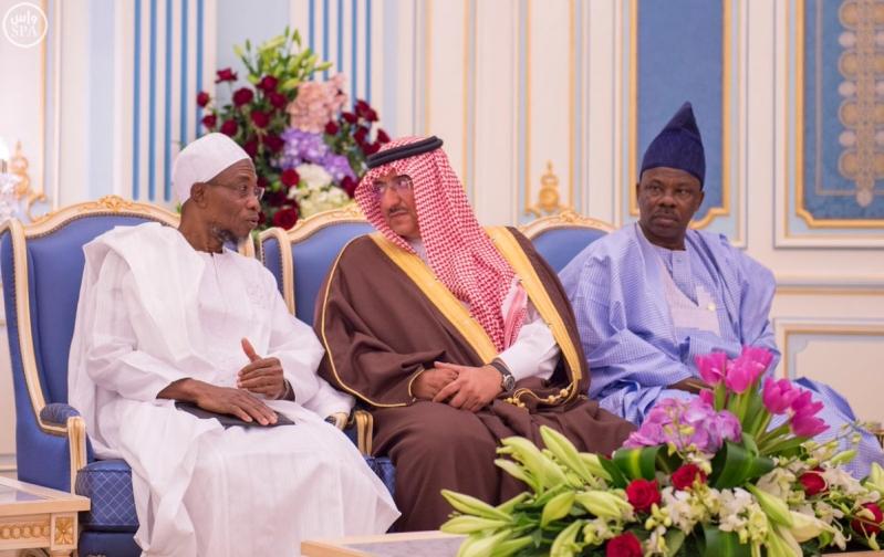 جانب من استقبال خادم الحرمين الشريفين لرئيس جمهورية #نيجيريا.5