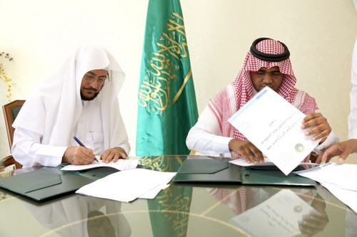 جانب من توقيع عقد الدورات التدريبية