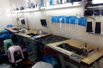 بالصور.. مداهمة معمل ملابس زوّر 1000 ملصق بجدة وضبط 14 عاملاً - المواطن