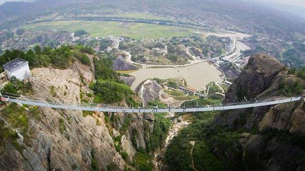 جسر-زجاجي-بالصين
