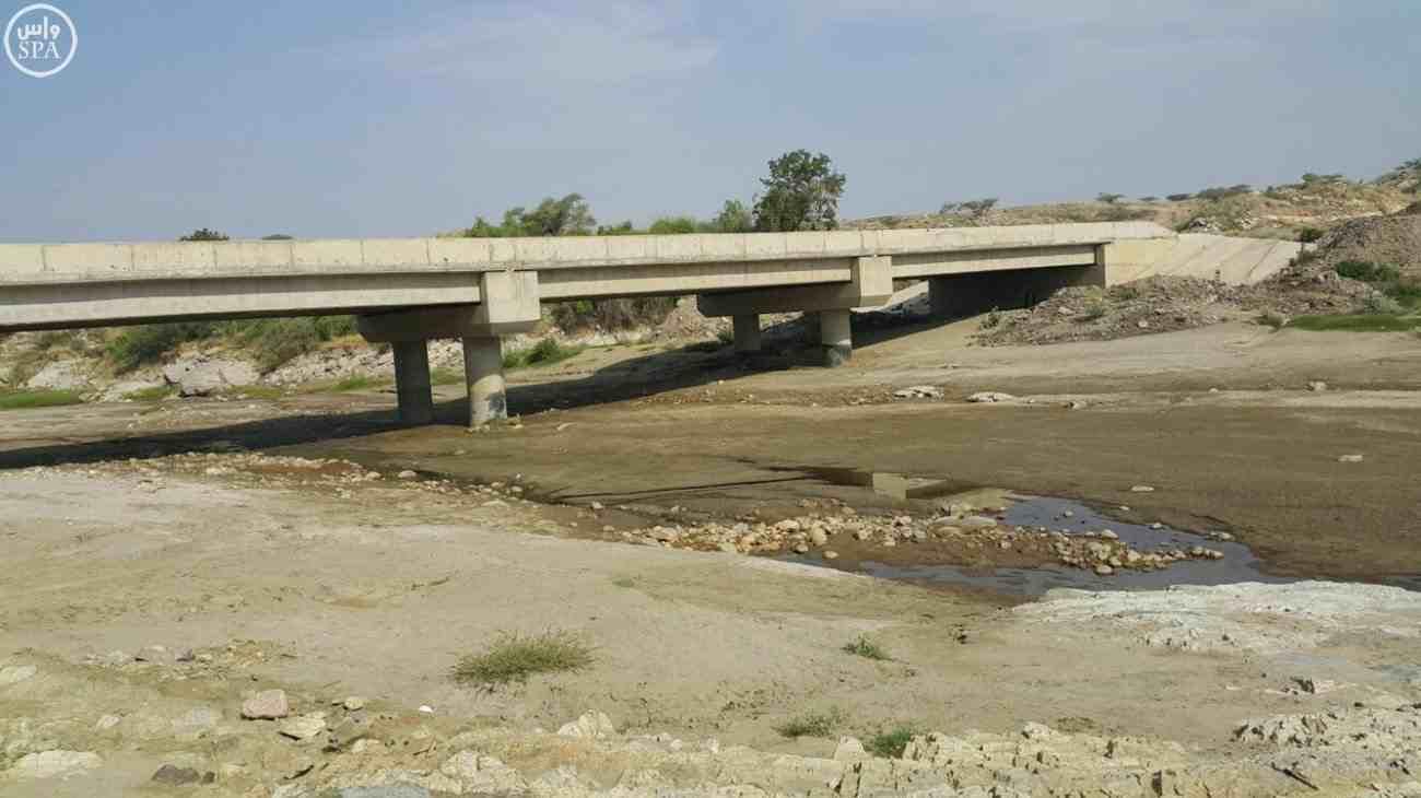 لجنة مراقبة الأراضي ترصد الجسور والكباري والأودية المتضررة من نهل رمال #جازان - المواطن
