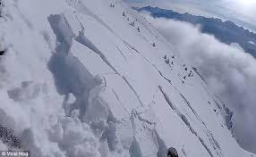 شاهد.. متزلج يتسبب بانهيار جزئي للجليد بكندا - المواطن
