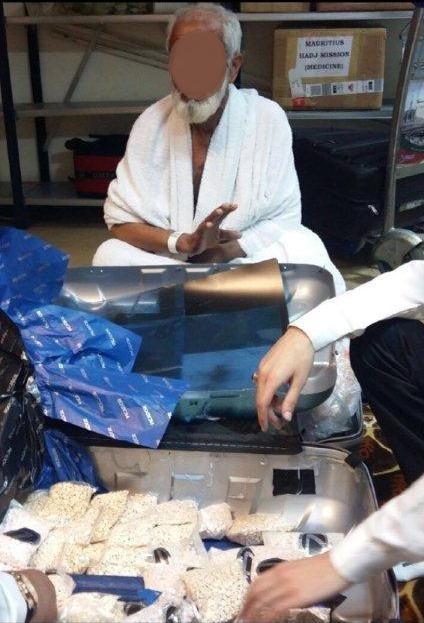 جمرك مطار الملك عبدالعزيز الدولي يُحبط محاولتين لتهريب أكثر من 89 ألف حبة من حبوب الكبتاجون المخدرة