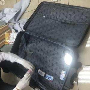 جمرك مطار الملك عبد العزيز يحبط تهريب مخدرات2